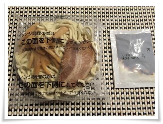 セブンイレブンのつけ麺まとめ!冷凍なのに生麺?値段やカロリーも濃厚な豚骨魚介のつけだれ 具付きつけ麺2