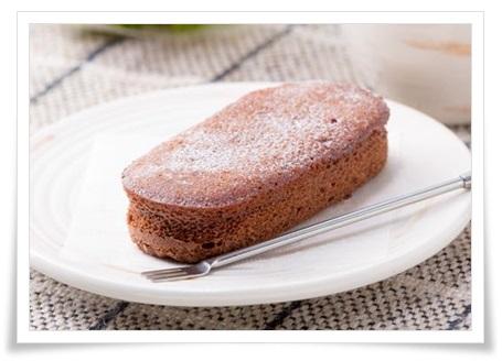 コンビニ4社スイーツ比較!各社の特徴やコスパをランキング式に紹介ウチカフェしっとり濃厚ショコラケーキ