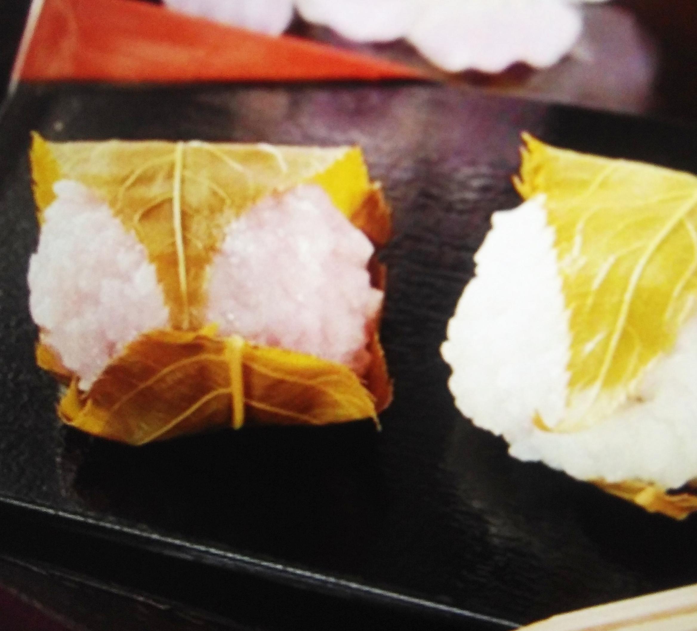 ローソンの桜餅2020!カロリーや値段は?紅白で可愛いけど味は?3