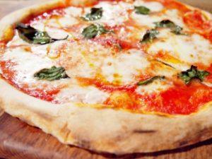 セブンプレミアムゴールドのピザが美味しい!値段&カロリーも紹介!