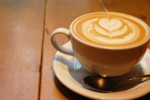 セブンのホットカフェラテおすすめの甘い飲み方!値段&サイズも